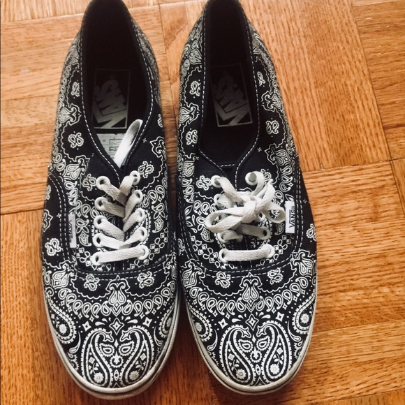 01fb75ebfb244b Vans Authentic Paisley Print Shoes. M 5b5e26150945e055f828c68a